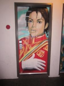 Et av bildene Antonia viste oss: på døra til et hotellrom.